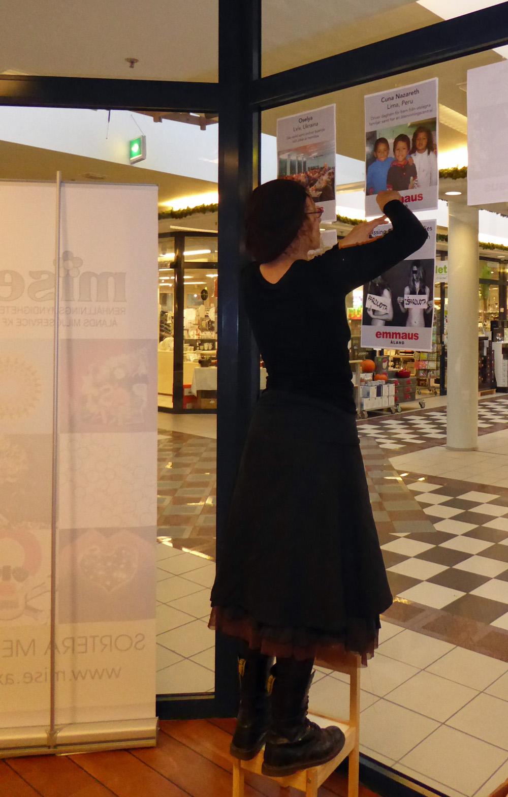 Jenny Lantz från Emmaus inreder vår lokal
